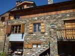 color- geometria- fachada escuela geocrom Pirineo-